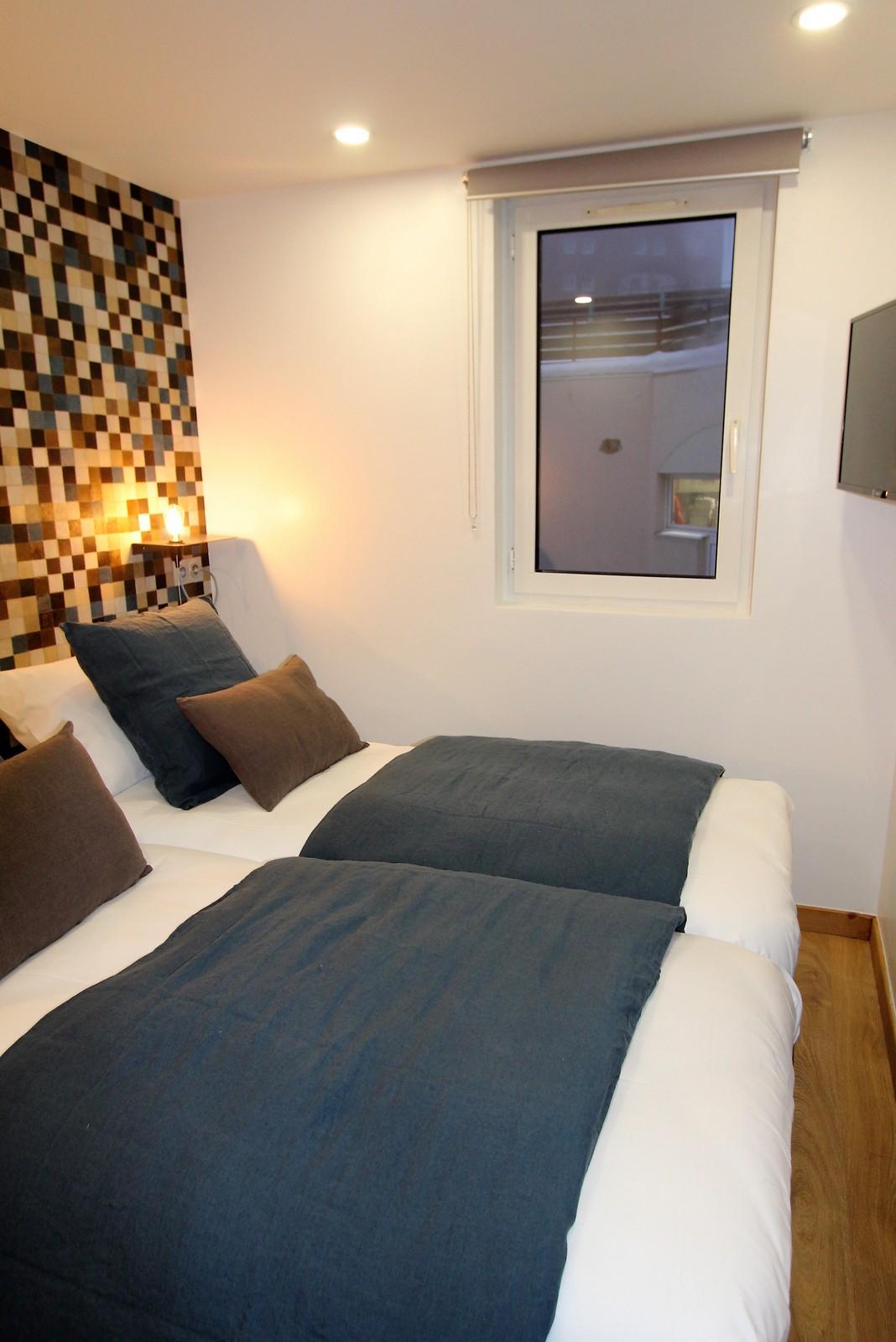chambre confortable double tv les 2 alpespapier-peint Elytis lin HARMONY