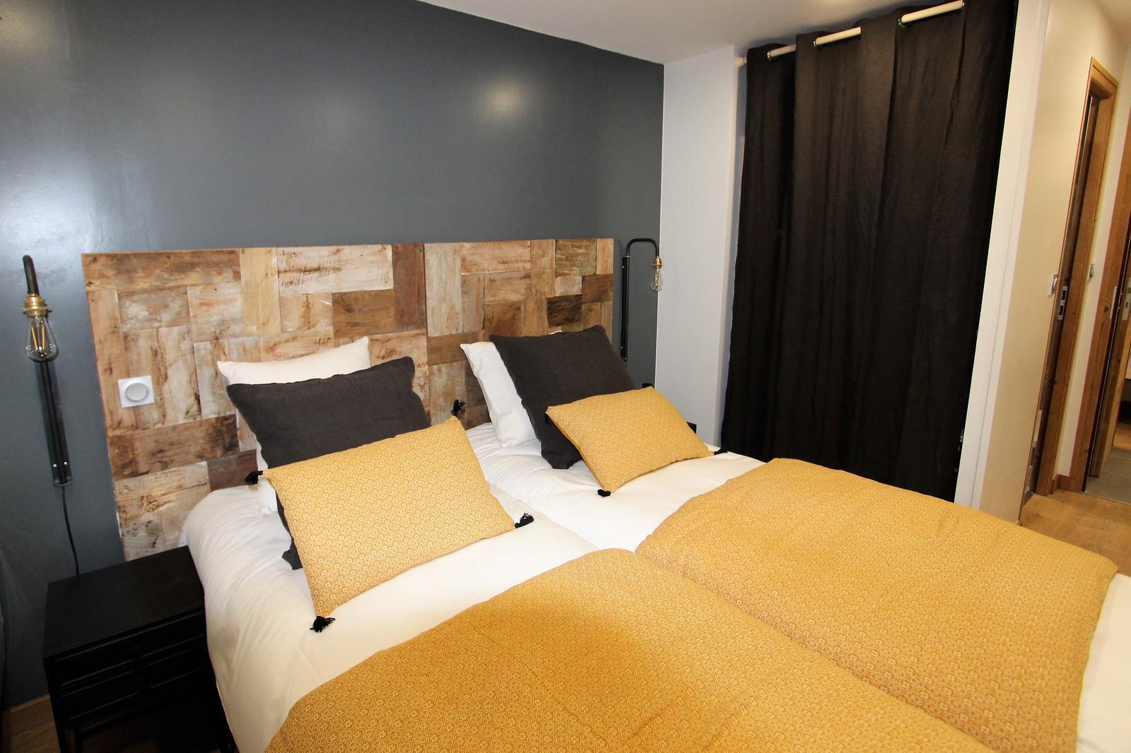 chambre double tv les 2 alpes jaune chaleur