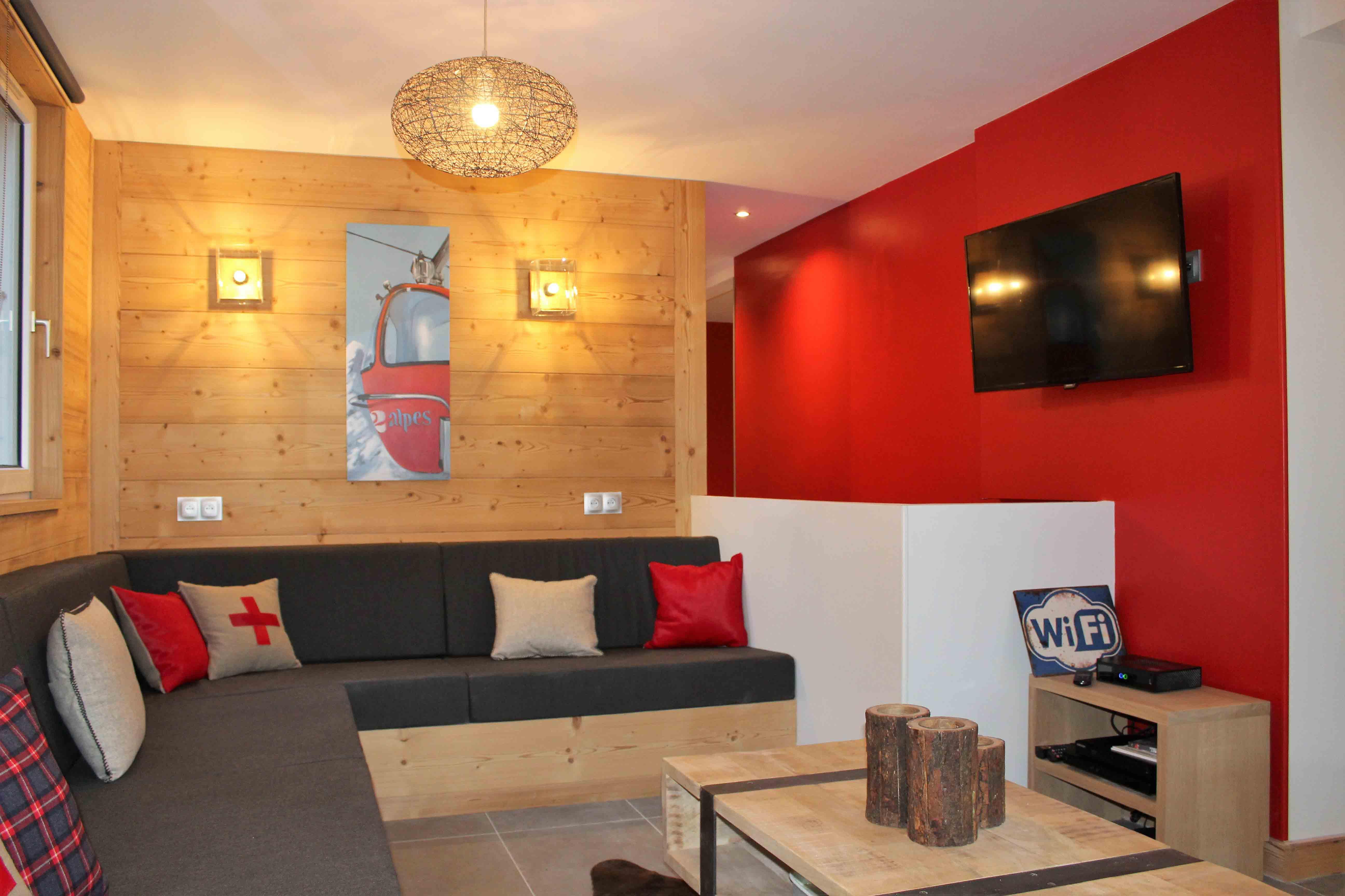 Salon rouge standing prestations haut de gamme location ski appartement les 2 alpes